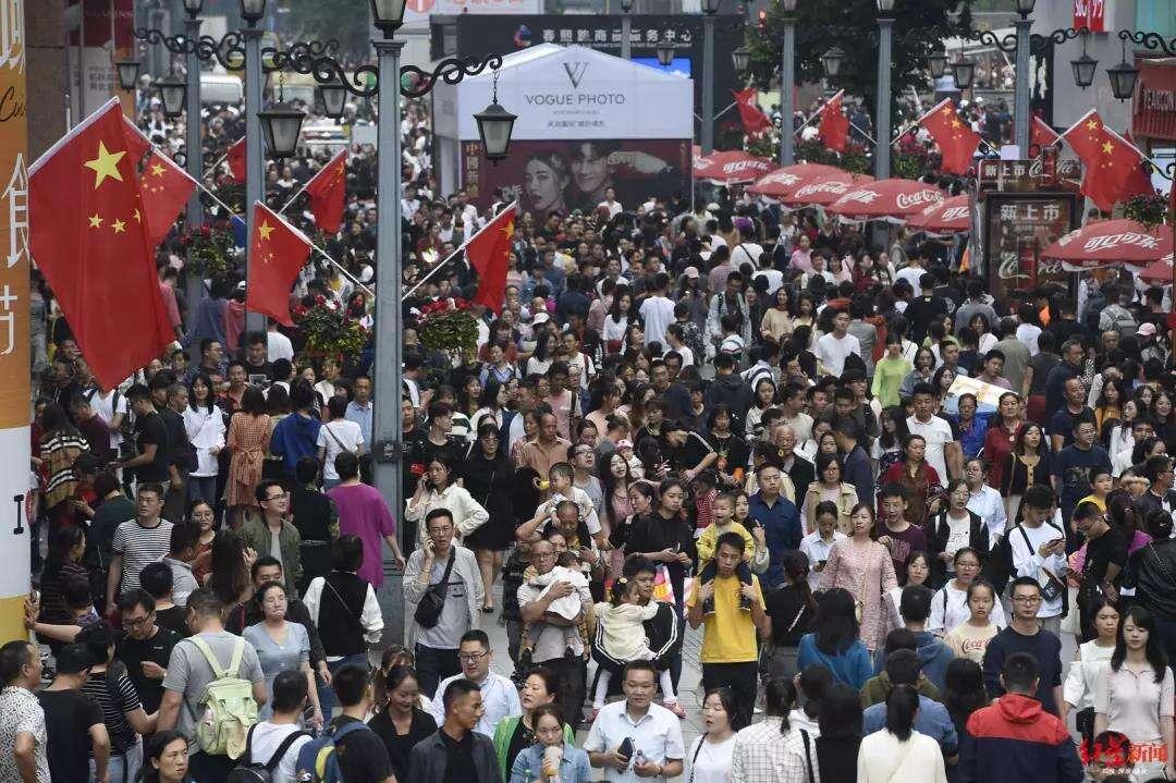 国庆假期7.82亿人次出游 花了6497.1亿元