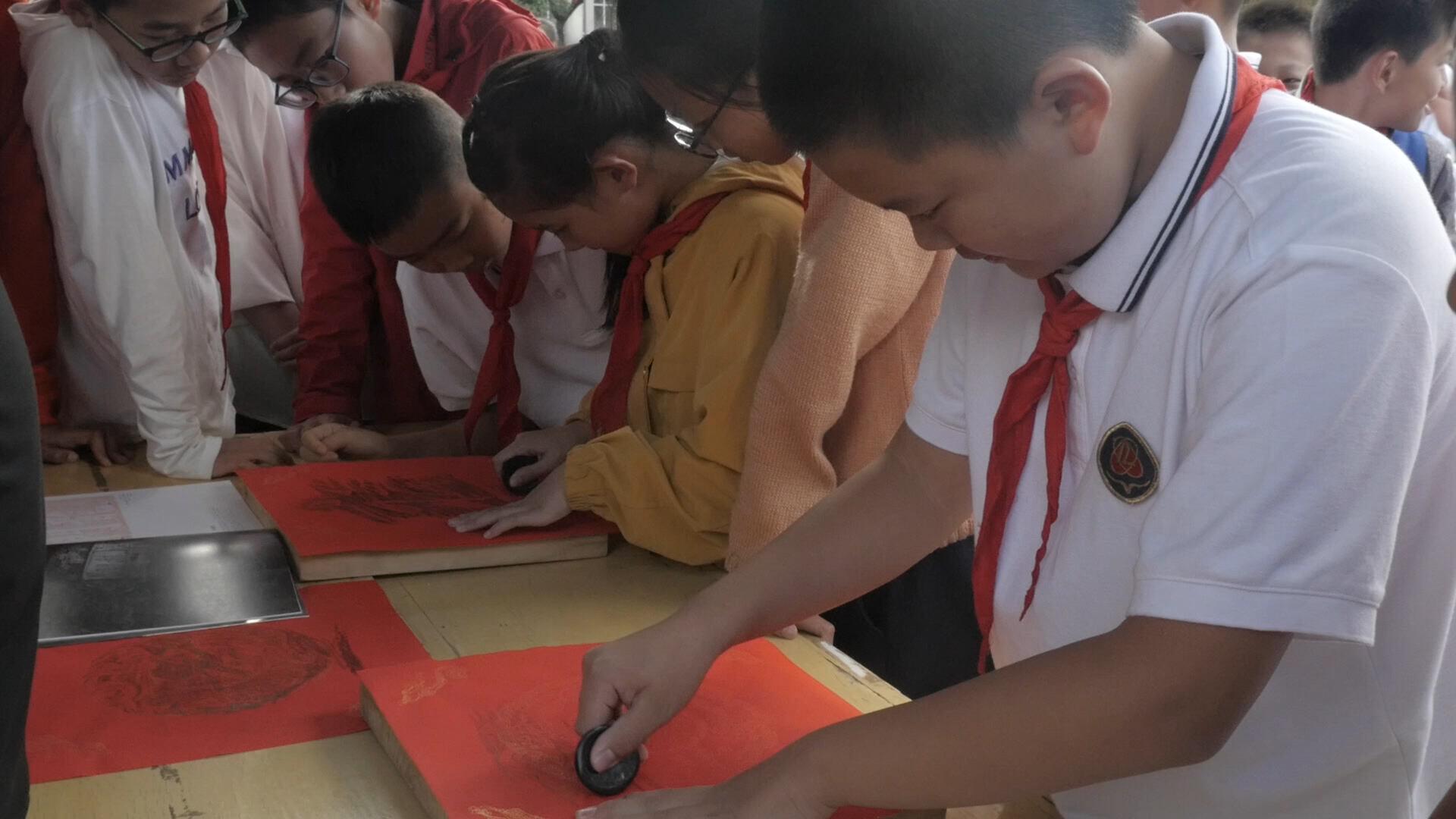 传统文化深呼吸!昆十二中学子体验非遗、书法过足瘾