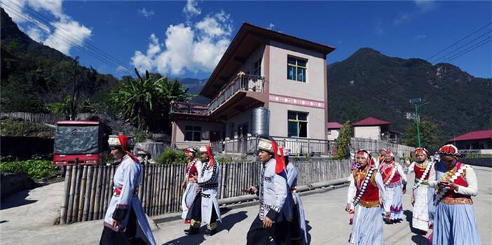 福贡:干布村傈僳族群众的新生活
