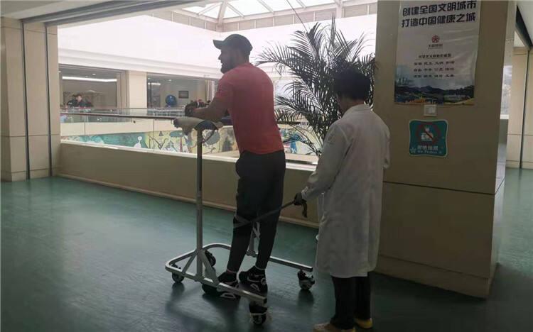 法国女导演用镜头记录脊髓损伤患者在昆治疗奇迹