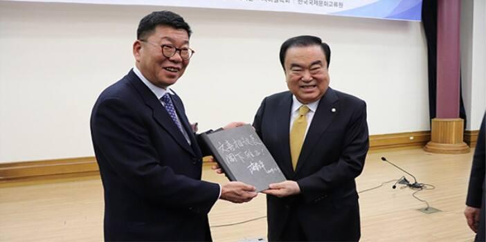 王毅访韩期间 中国企业家和智库与韩方共同举行活动