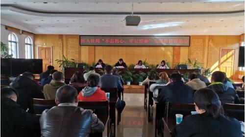 五华人社局召开主题教育评估会