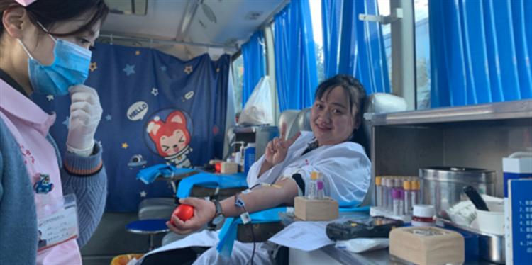 温暖冬日 云南昆明血液中心112名职工无偿献血超3万毫升
