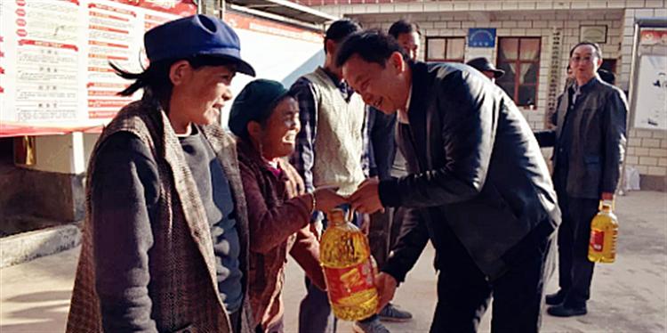 昆明市科技局主要领导走访慰问脱贫农户及驻村干部