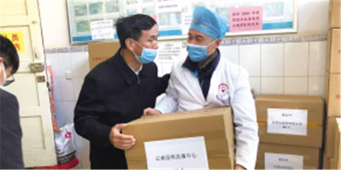 近3000名一线医护人员领走免费大锅药