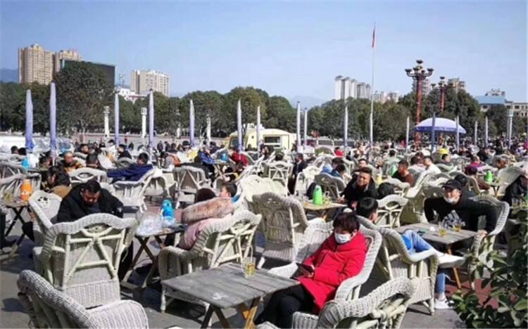 市民摘口罩扎堆喝茶 四川广元多名公职人员被追责