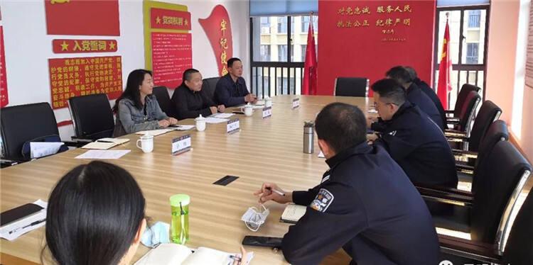 昆明市人大监察和司法委员会调研组到市公安局人口支队调研