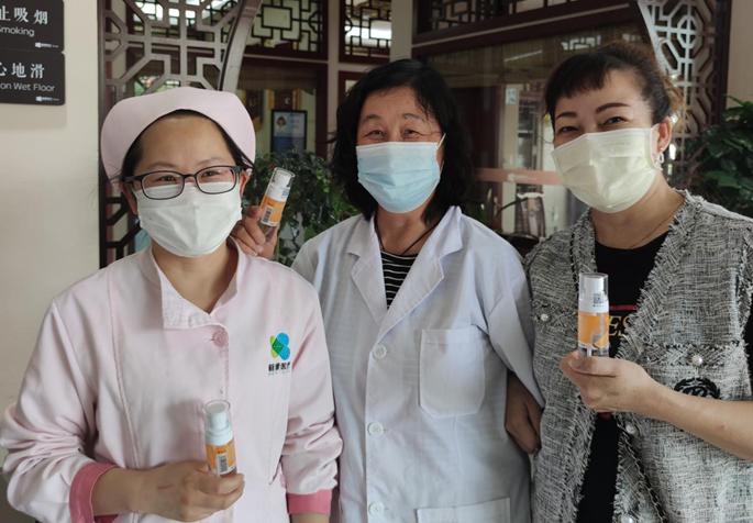 温暖一夏!护士节爱心企业给基层医护人员送香氛酒精