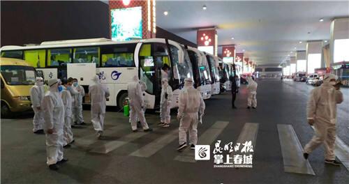 昆明公交防疫应急保障车队运转入境旅客超1万人次