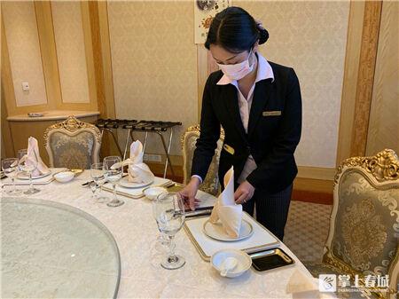 """走街串巷!盘龙区市场监管局推进餐饮企业实现""""文明餐桌"""""""