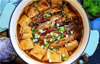 鲜美可口!香辣豆腐炖黄辣丁,可轻松干掉两碗米饭