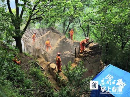 湖北青基会、咸宁团市委为巧家地震受灾儿童捐爱心助学金