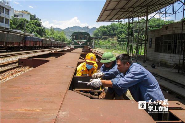 """云南山腰国境站车辆""""安全卫士""""为中越国际联运提供安全保障"""