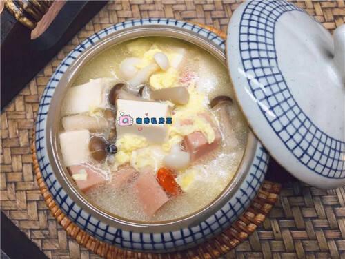 菌菇豆腐汤:食材简单,营养丰富,尝上一口鲜香无比!