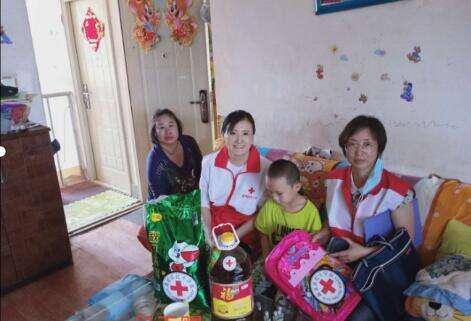 """盘龙区红十字会""""六一""""儿童节慰问孤、残及家庭困难儿童"""