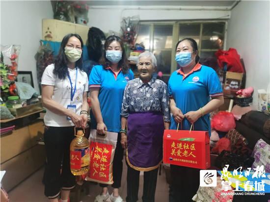 五华区虹山东路社区联合企业爱心慰问困难群众
